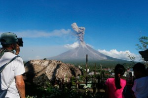 Volcanic eruption in Philippines forces mass evacuation