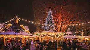 Watch Carol Singers Perform Festive Favourites At Christmas Carols In Trafalgar Square Travel And Tour Worldtravel And Tour World